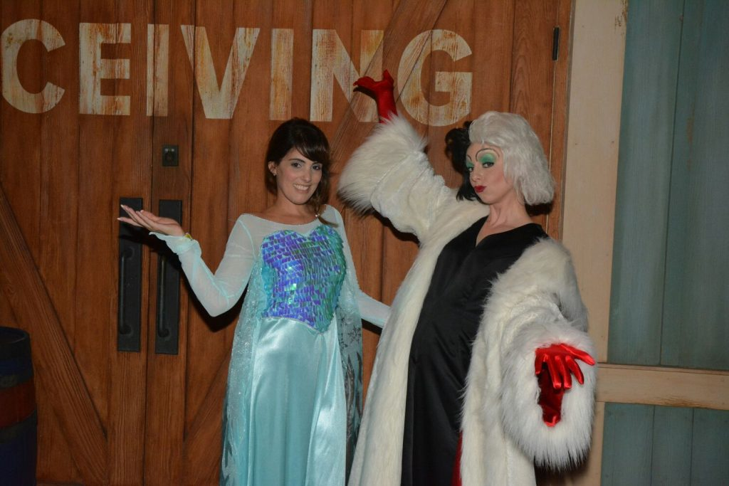 Queel Elsa and Cruella - Mila Soares